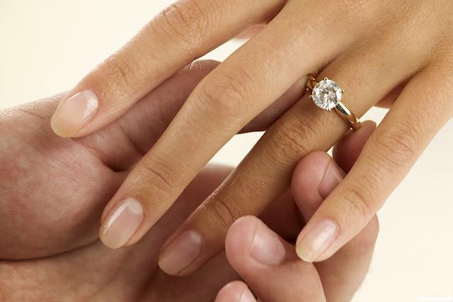 Fabulous Pourquoi y'a t-il un diamant sur les bagues de fiançailles ? - Le  WS46