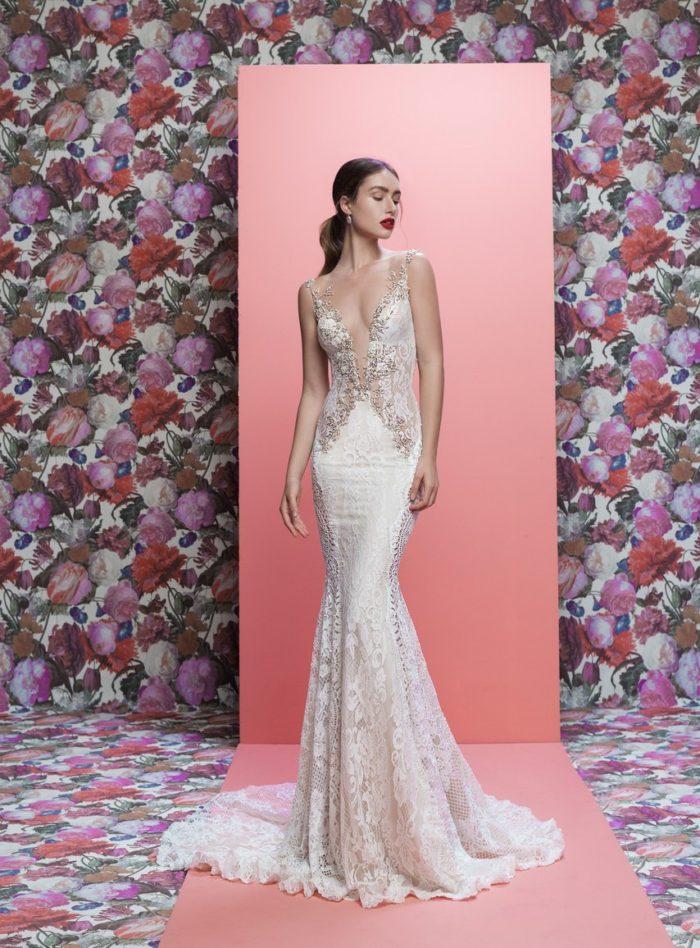 Au niveau des couleurs de robe nous sommes loin de la tendance de robe de  mariée noire de Vera Wang en 2012, en effet on retrouve de la couleur nude  qui